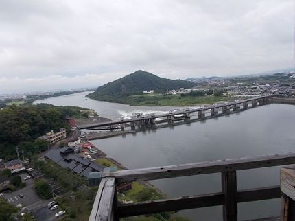 伊木山とライン大橋